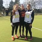 Rebecca (links) und Lara (rechts) mit der ehemaligen Nationalspielerin Katharina